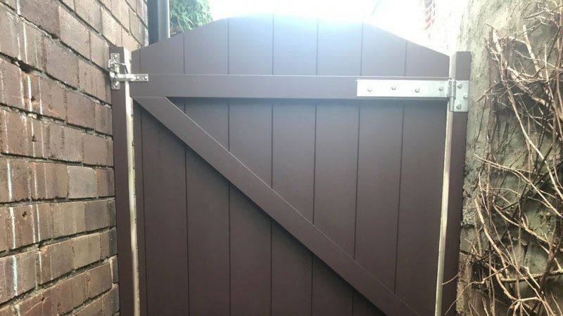 Timber Side Gate